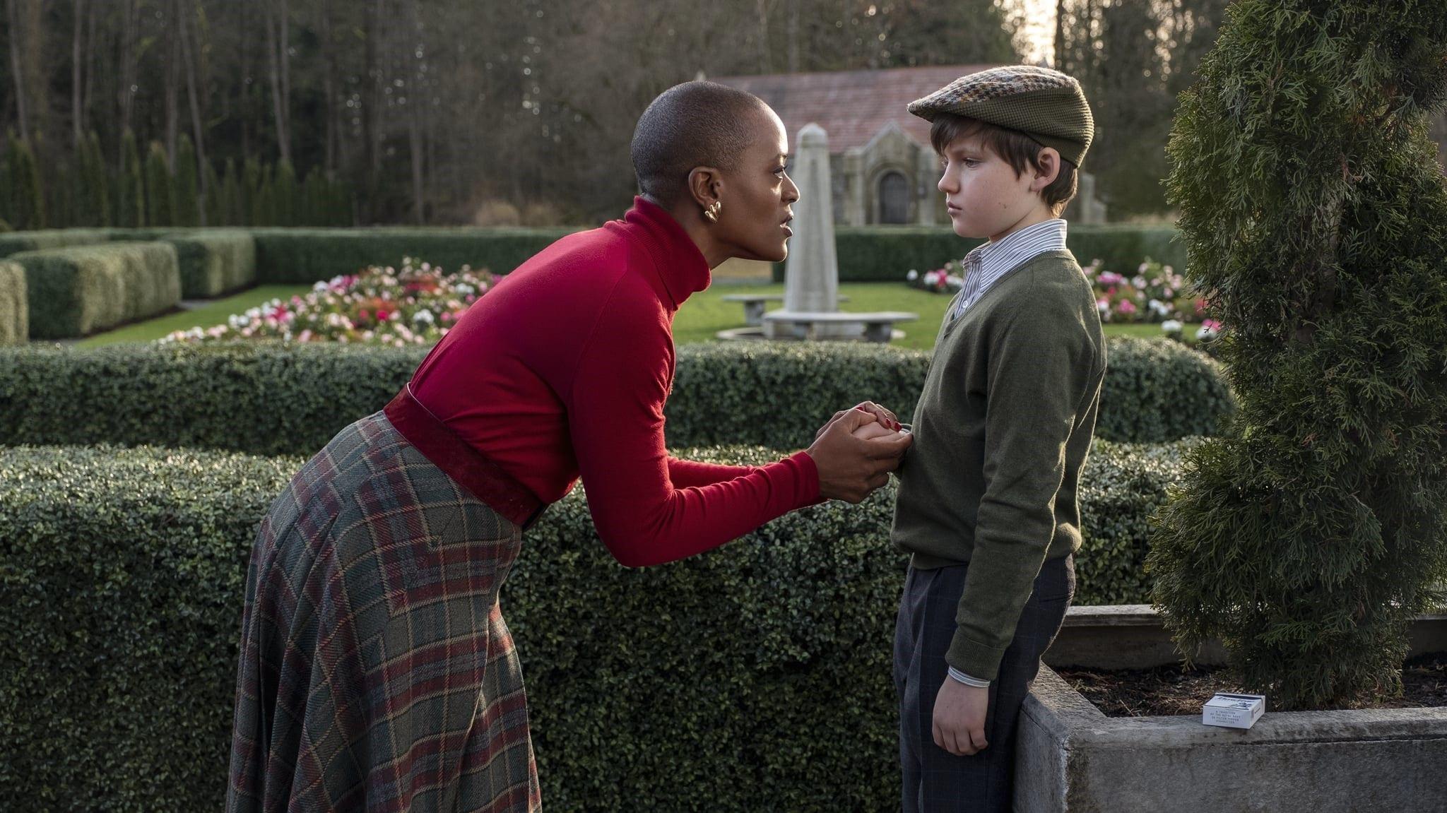 Hannah (T'Nia Miller) spreekt Miles (Benjamin Ainsworth) fel toe.