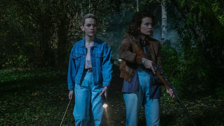 Dani (Victoria Pedretti) en Jamie (Amelia Eve) verkennen het bos bij Bly Manor.