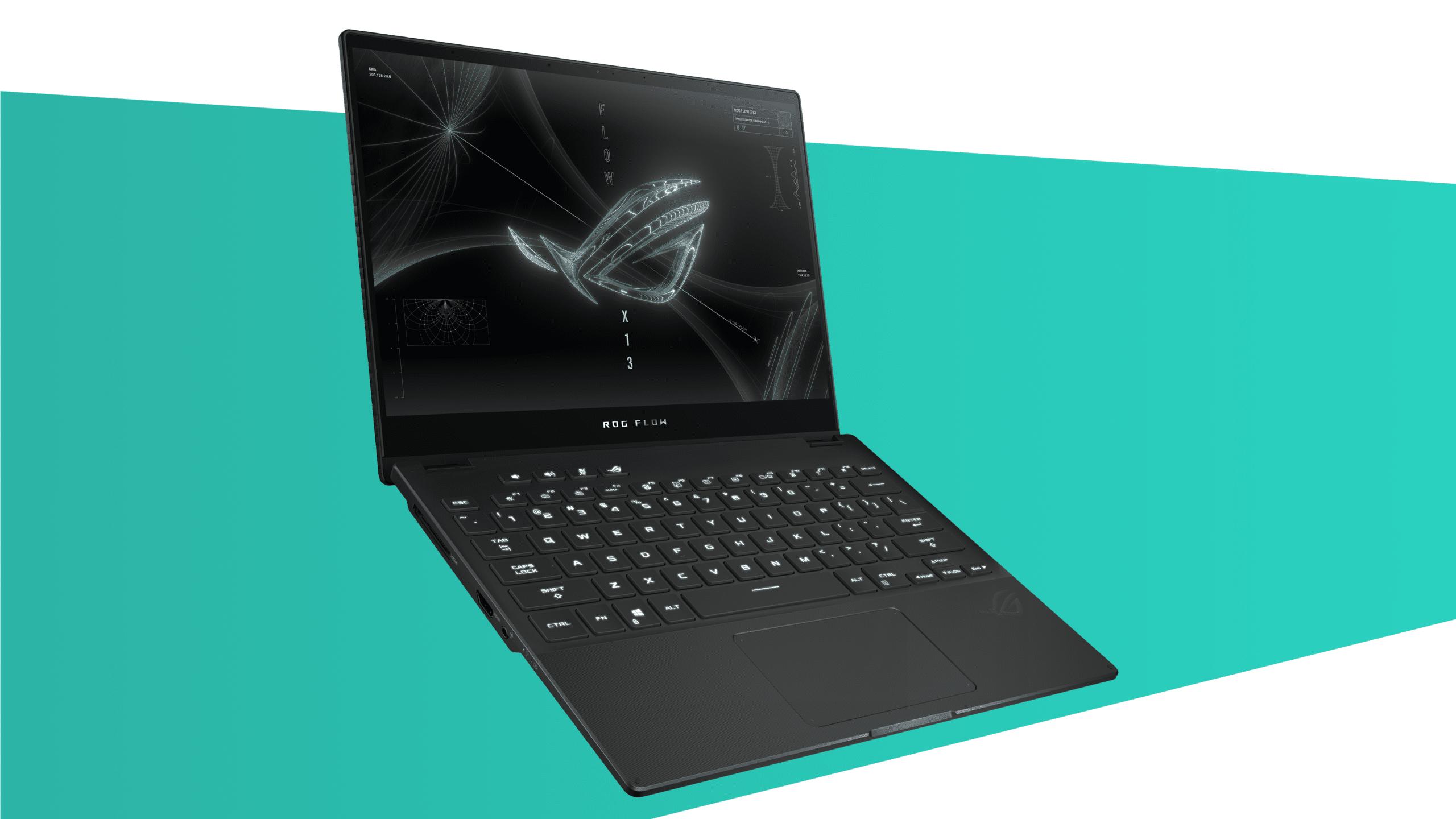 Foto van een opengeklapte ROG Flow X13-ultrabook; een dunne en vooral draagbare notebook voor gamers onderweg.